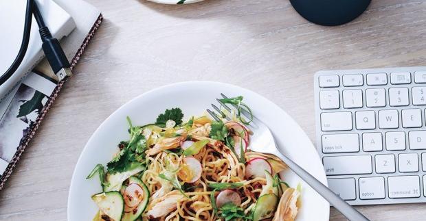Patut di Coba! 6 Tips Makan Sehat saat Perjalanan Dinas Agar Kesehatan Tubuh tetap Terjaga